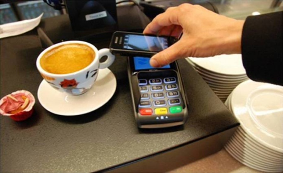 contactless-payment-terminal-in-qsr